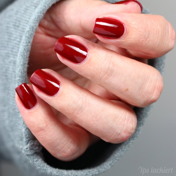 eddingLAQUE_Powerfrauen_Daily Dark Red_02